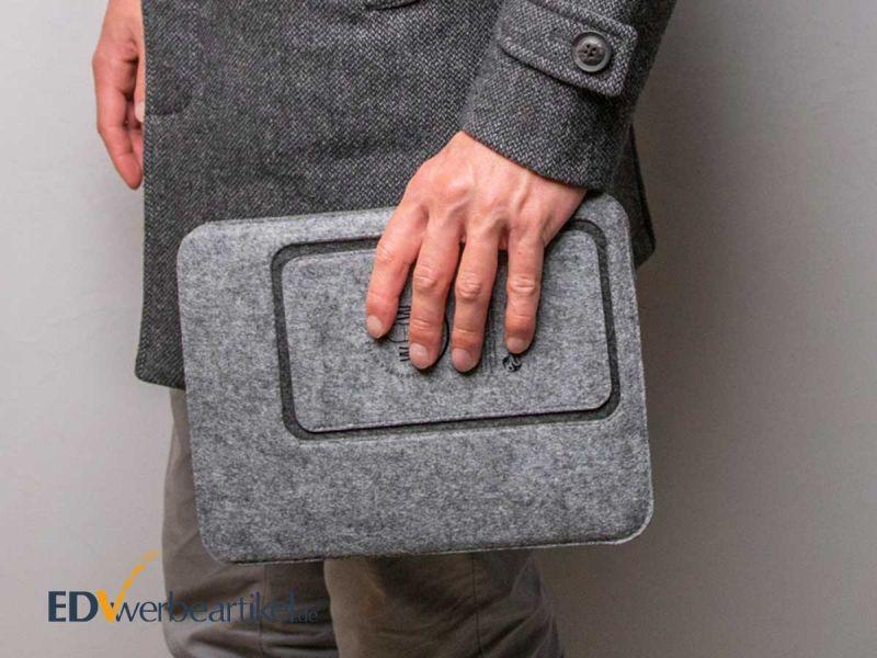 Tasche SUSTAINABLE praktisch für Tablet und Smartphone, in vielen Farben und mit Ihrem Werbedruck