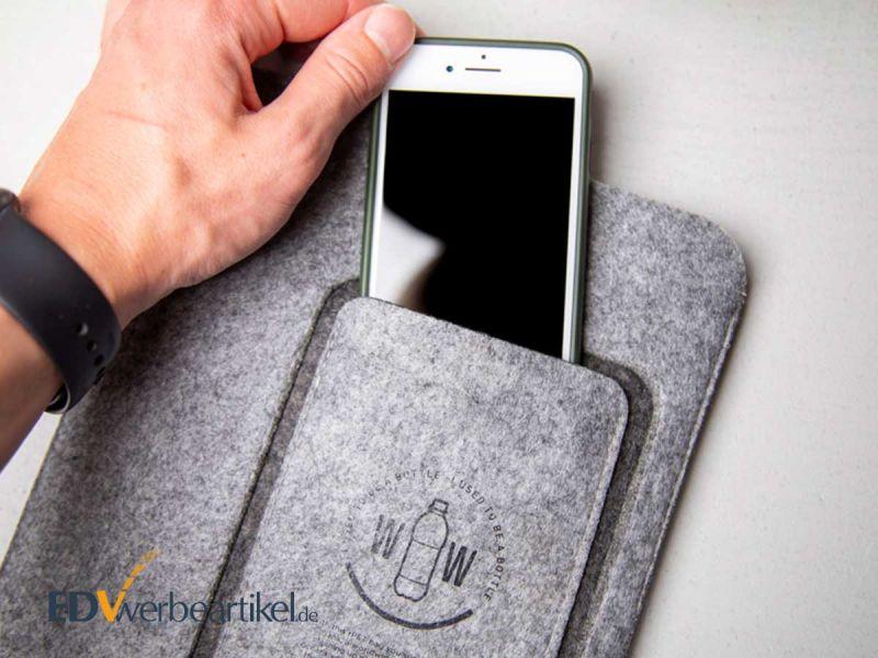 Tablet und Smartphone Sleeve SUSTAINABLE aus recycelten Plastikflaschen PET - grün und umweltbewusst werben